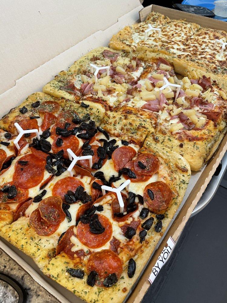 Pizza Hut: 543 N Wallace Wilkinson Blvd, Atlanta, GA
