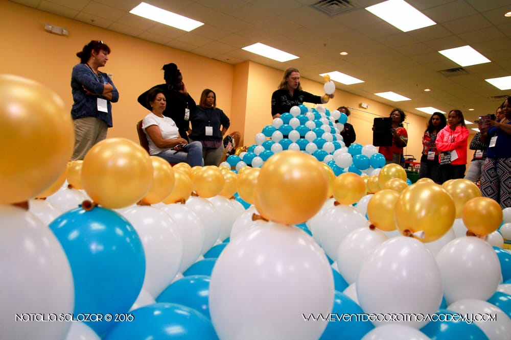 Balloon decorating class event decorating academy for Balloon decoration classes