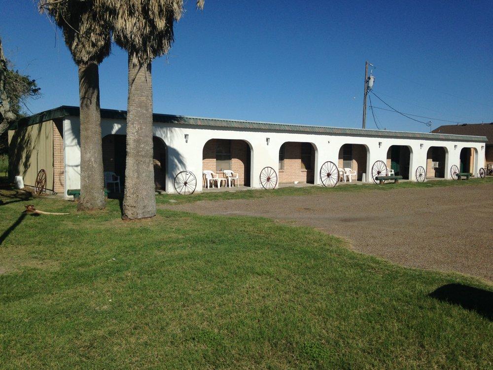 Gulf Tides Motel: 1438 N State Hwy 35, Aransas Pass, TX