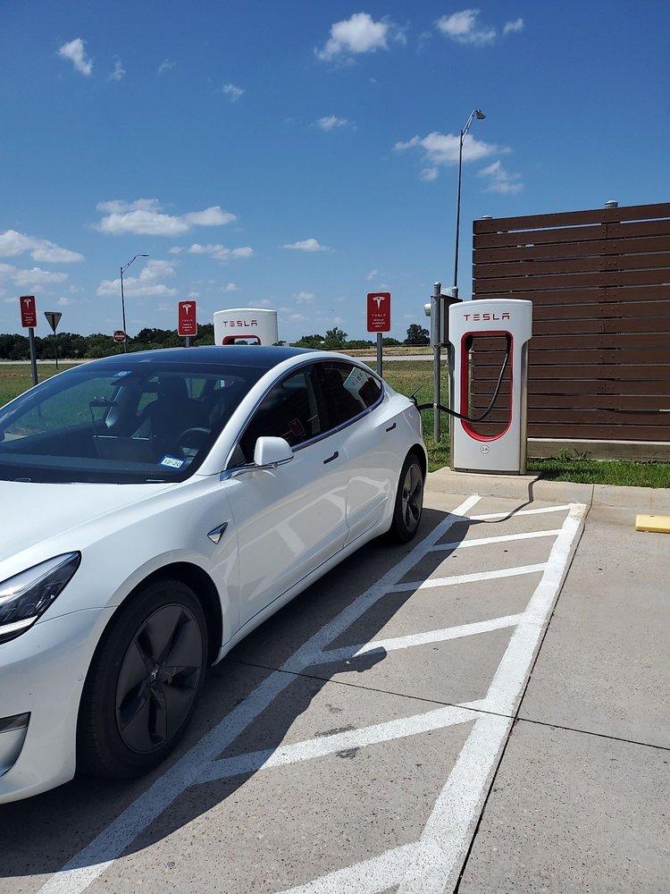 Tesla Supercharger: 16851 Ih 20, Cisco, TX