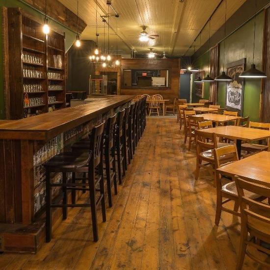 Muddy Waters Pizza Pub: 207 W Blackhawk Ave, Prairie du Chien, WI
