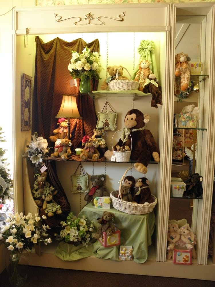 Henrys Flowers: 26 Whittlesey Ave, Norwalk, OH