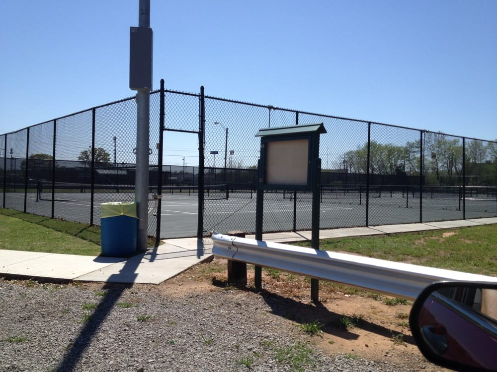 Alma Park Tennis Courts: 2 Collum Ln E, Alma, AR