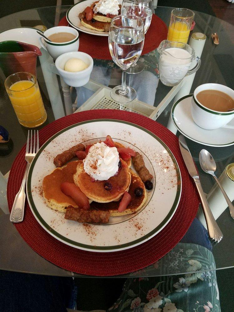 Generals Quarters Bed & Breakfast Inn: 924 N Fillmore St, Corinth, MS