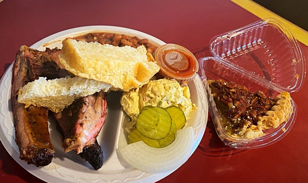 Inman's Kitchen Bar-B-Q & Catering: 809 W Young St, Llano, TX