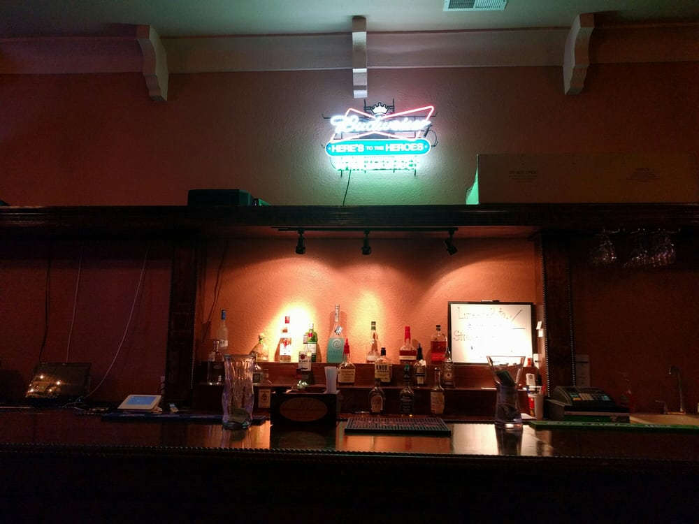 Xavier's Pub: 169 W Mulberry Aly, Bardstown, KY