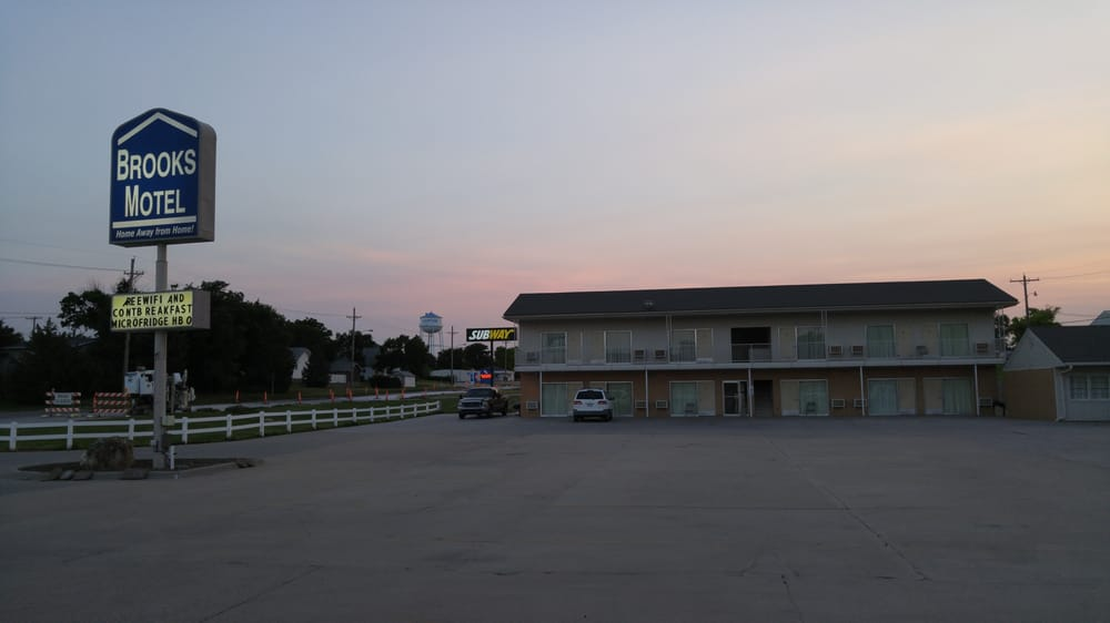 Brooks Motel: 900 N State St, Norton, KS
