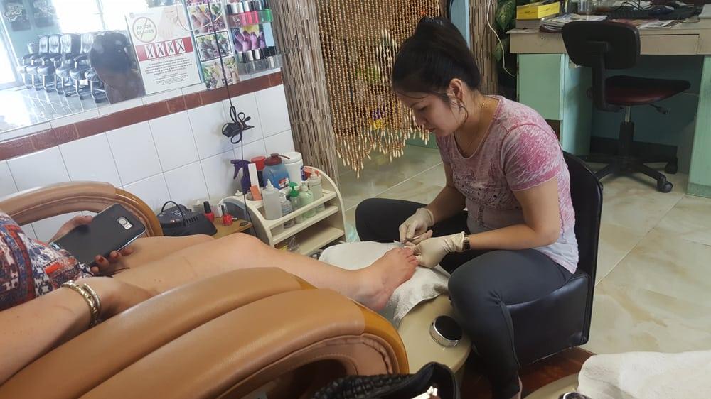 Pro nails nail salons 805 s maiden ln joplin mo for 111 maiden lane salon