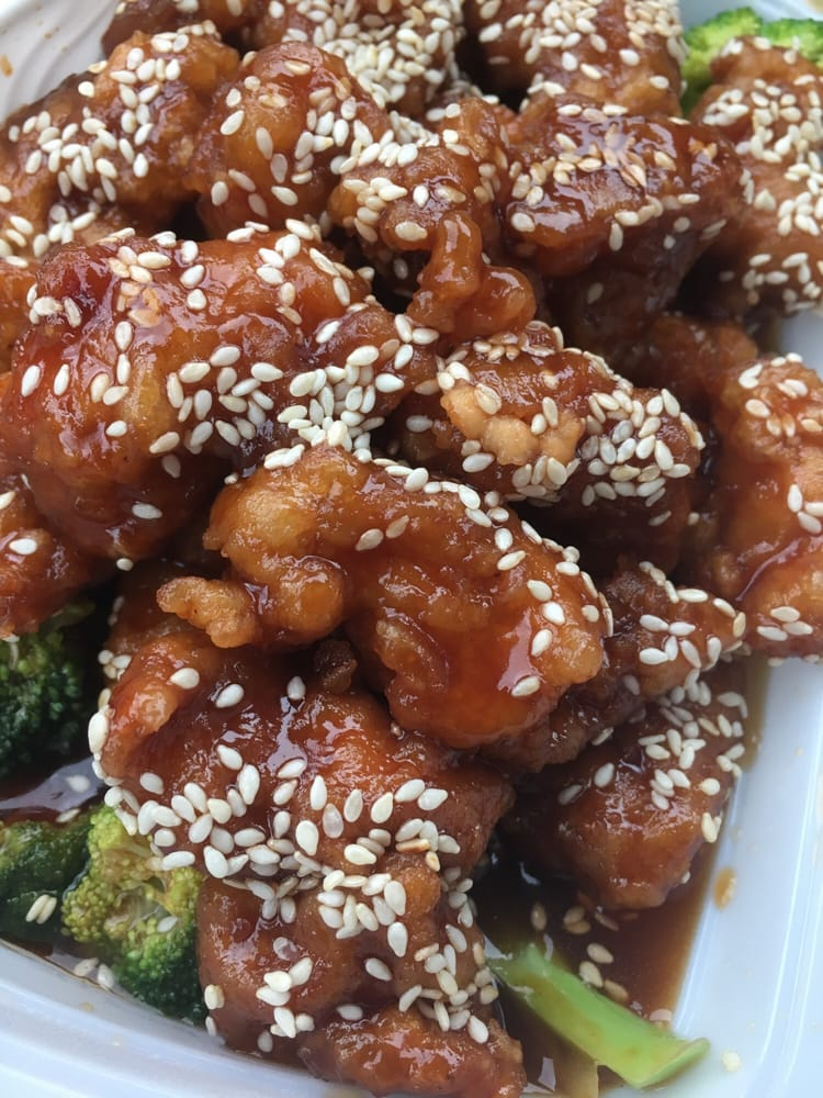 Sesame chicken... LOOK AT ALL THAT CHICKEN. Yum! - Yelp