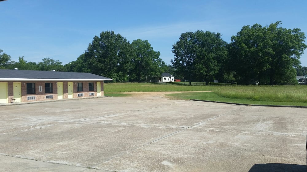 Valley Motel: 708 S Main St, Water Valley, MS