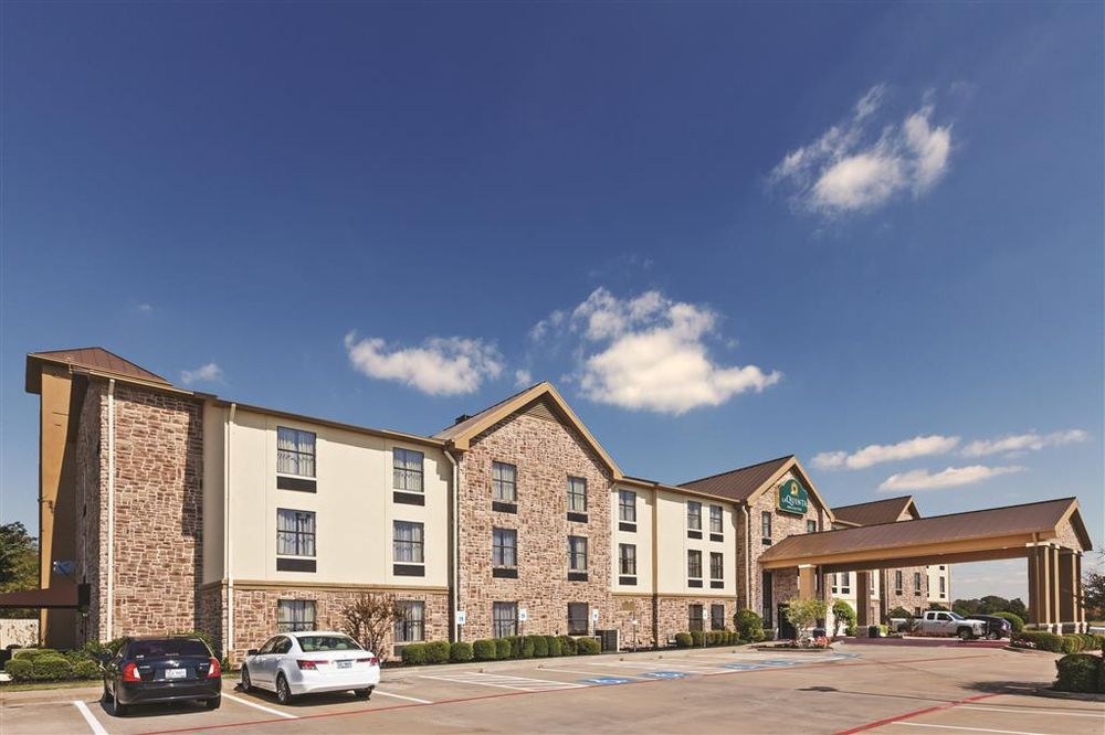 La Quinta Inn & Suites Denison - North Lake Texoma: 801 US Highway 75 North, Denison, TX