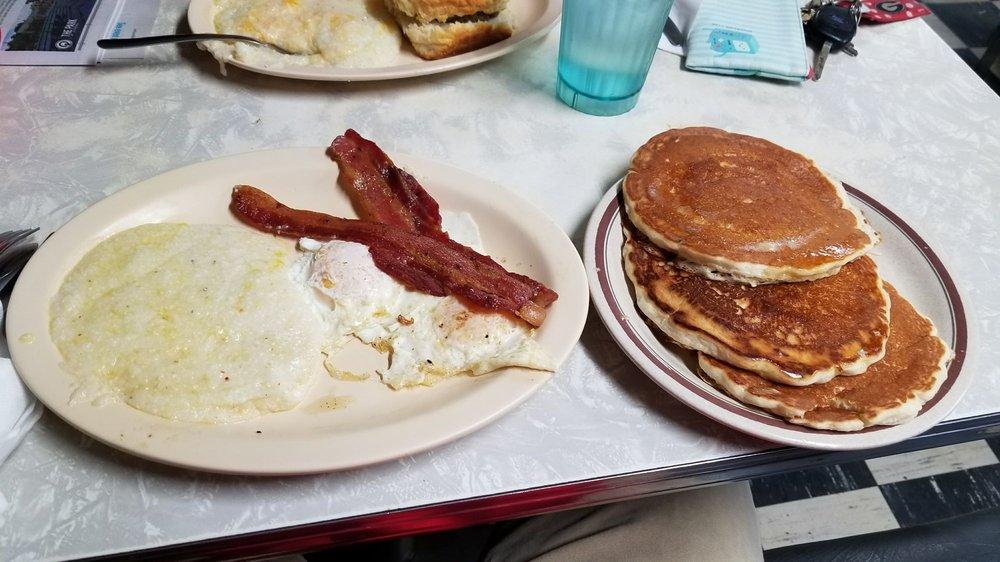 Mayflower Restaurant: 171 E Broad St, Athens, GA