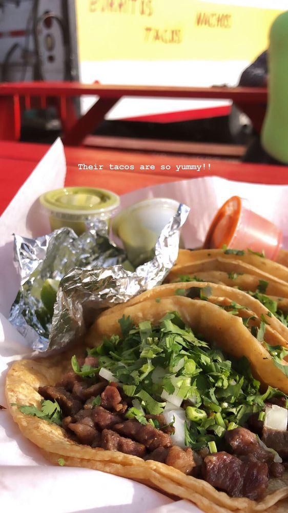 Mo's Burritos: 1104 N Prospect Ave, Champaign, IL
