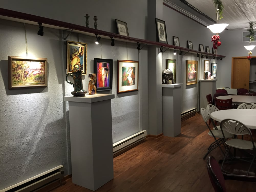Art Domestique: 118 S Iowa Ave, Washington, IA