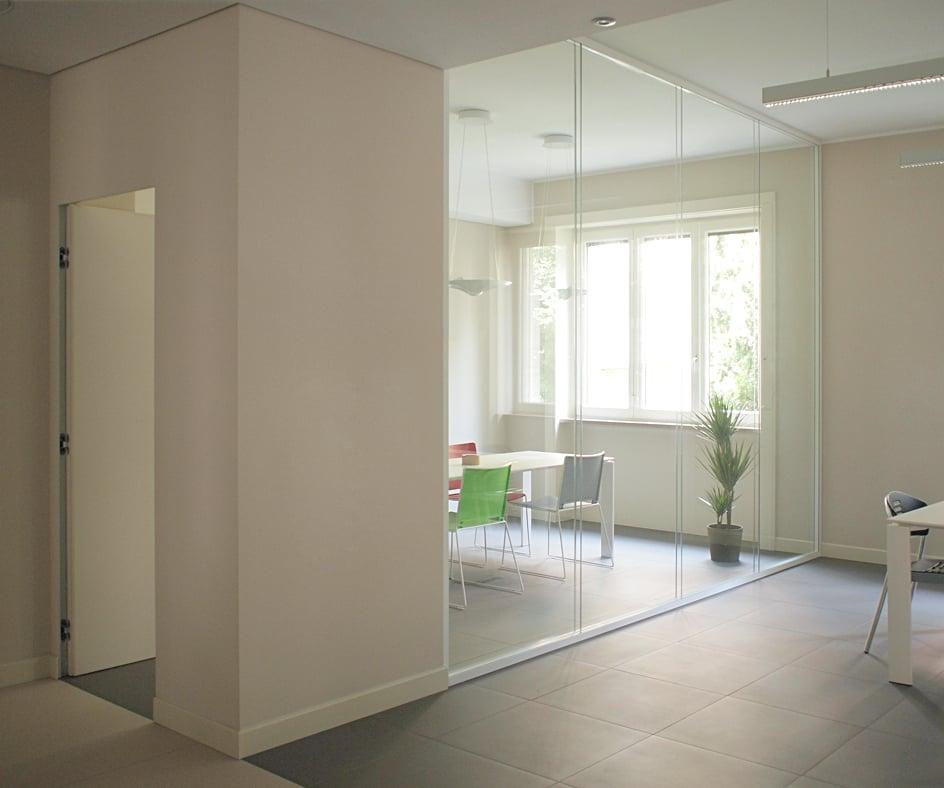 Base richiedi preventivo 10 foto spazi per for Uffici condivisione milano
