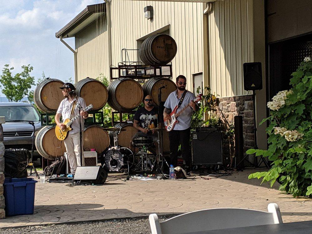 Tolino Vineyards: 280 Mount Pleasant Rd, Bangor, PA