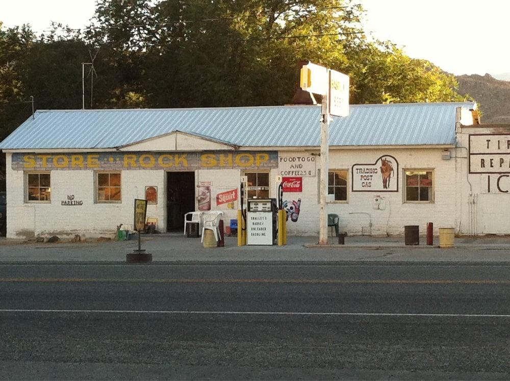 Smalley's Market: 25465 Highway 6, Benton, CA