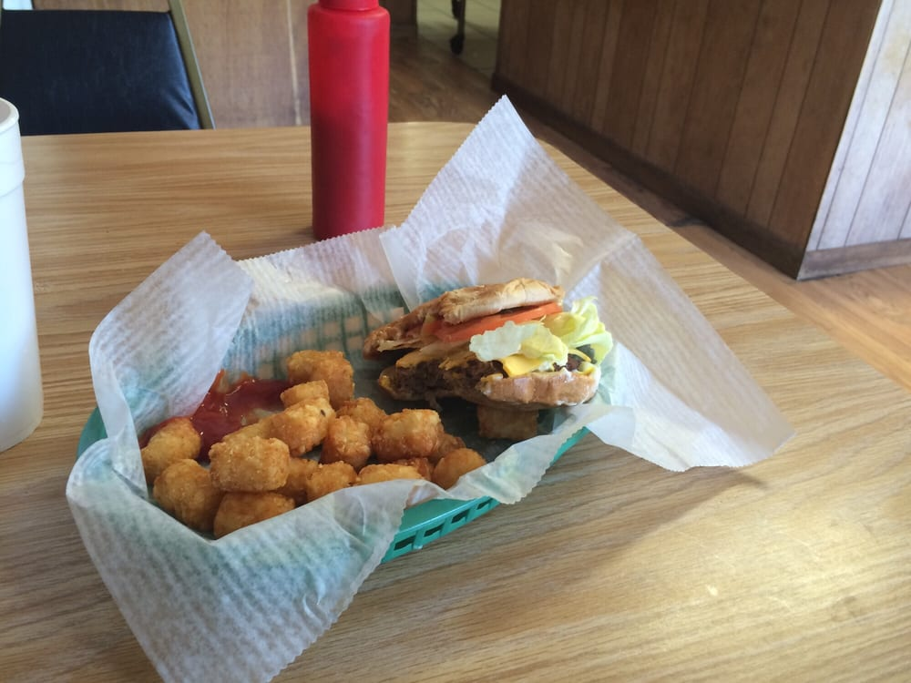 Sandhill Cafe: Hwy 42, Richton, MS