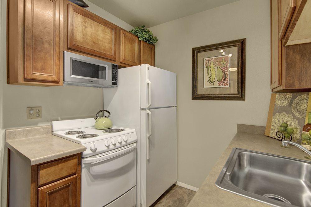 Country Club Verandas Apartments - 39 Photos - Apartments - 1415 N ...