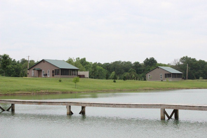 Pinnon Lake Cabins: 1225 Gurley Lp, Buncombe, IL