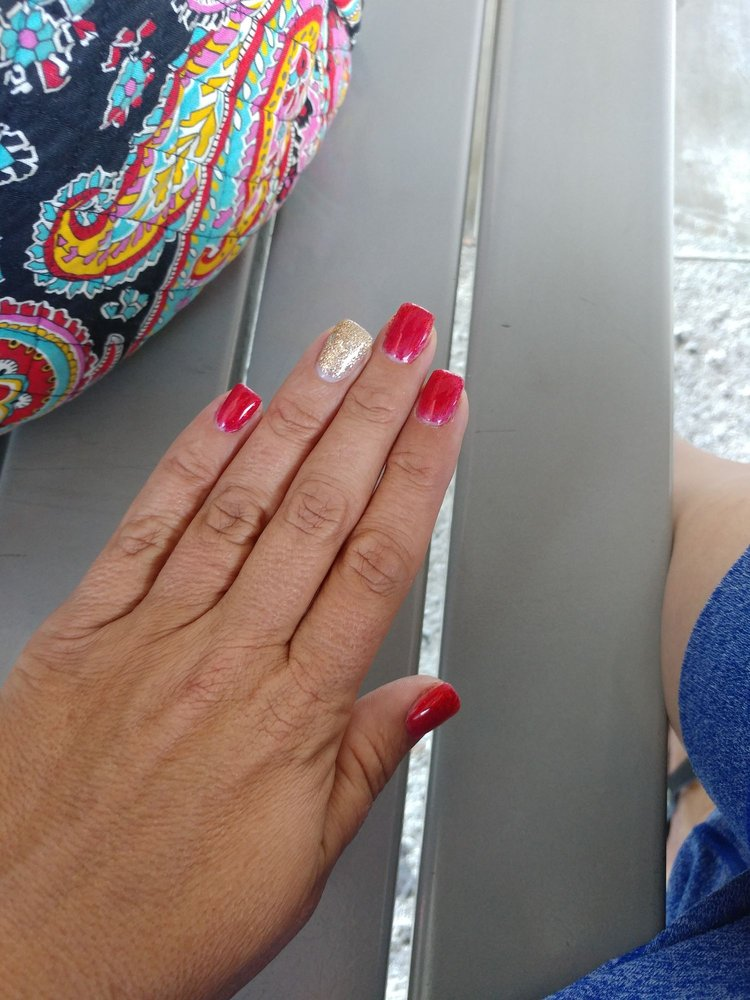Happy Nails: Expreso Río Hondo 60, Bayamón, PR