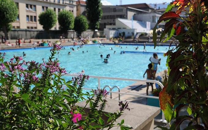 Piscine jean bron swimming pools 7 rue lazare carnot for Piscine near me