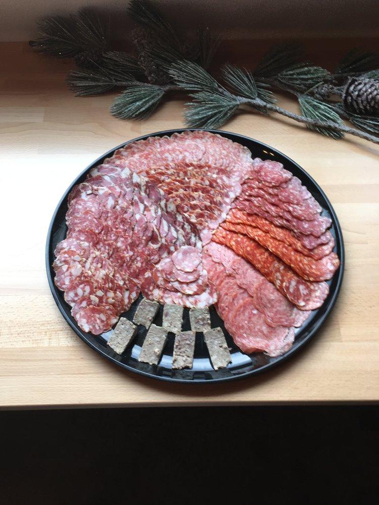 Feast Market & Delicatessen: 151 E Jewett Blvd, White Salmon, WA