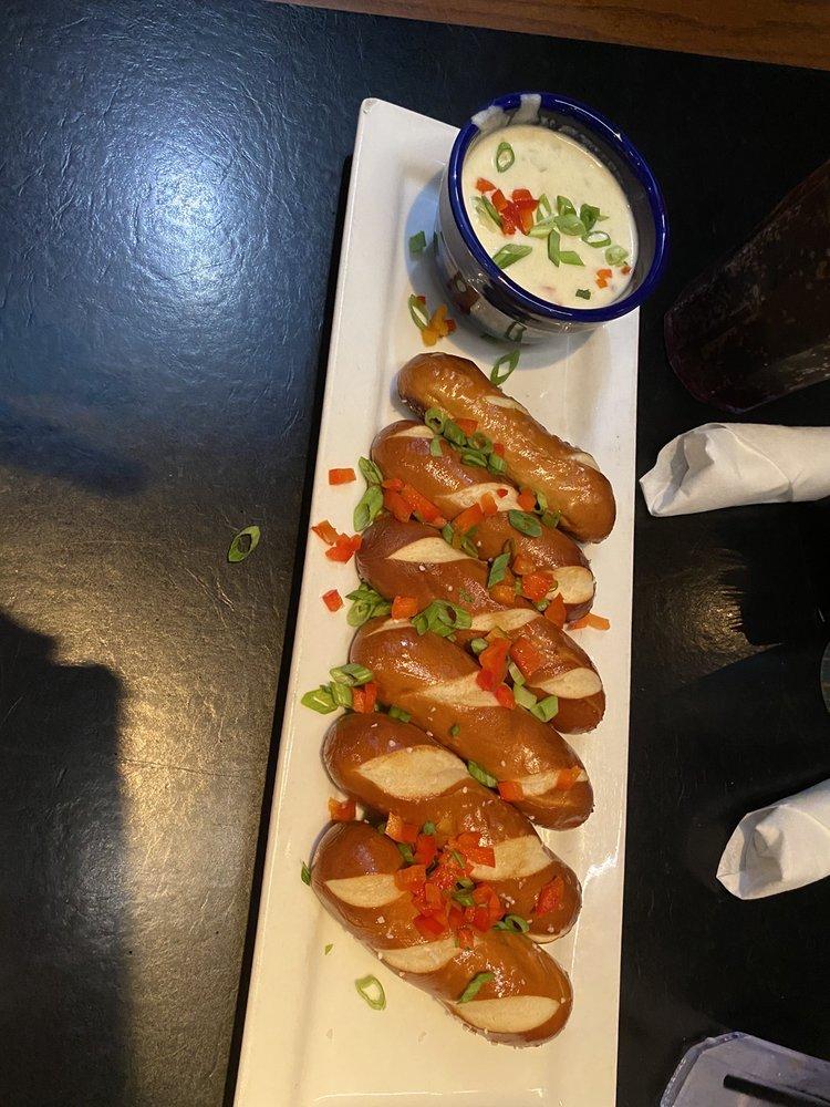 Deano's Grill & Tapworks: 9747 E 21st St N, Wichita, KS
