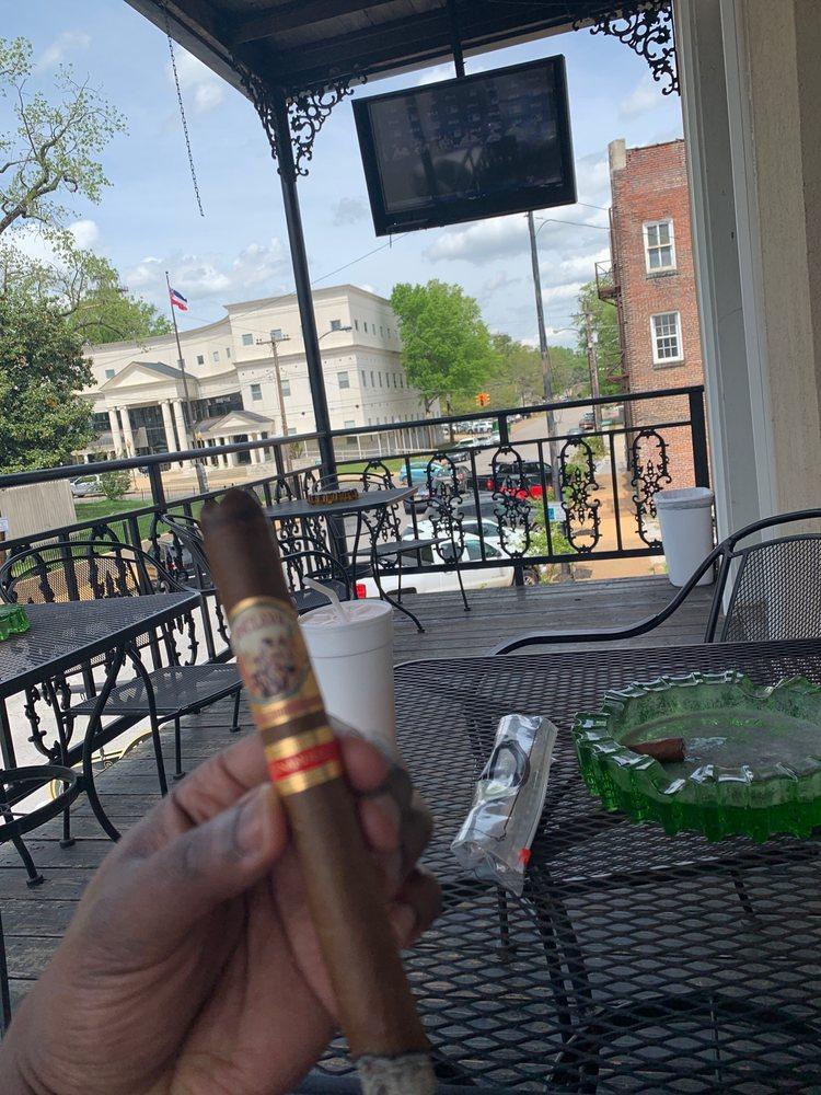 Spring Street Cigars: 208 N Spring St, Tupelo, MS