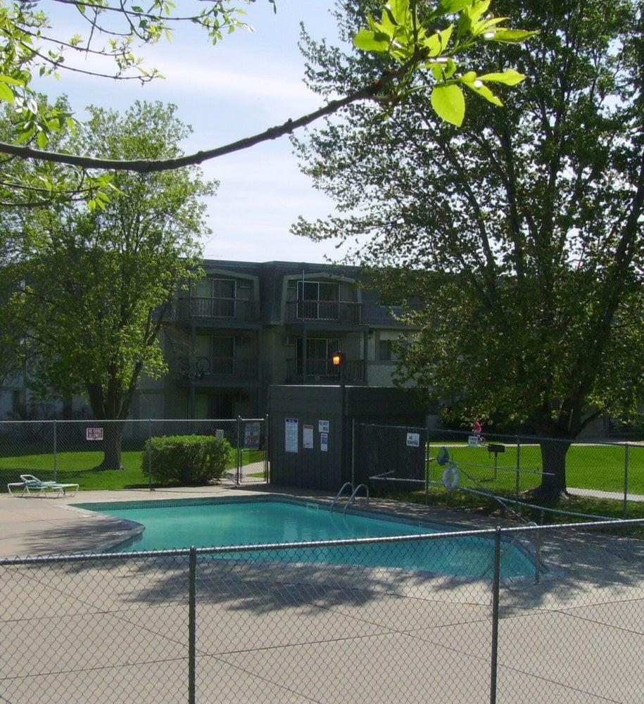 Foxridge Apartments: 3367 Coachman Rd, Eagan