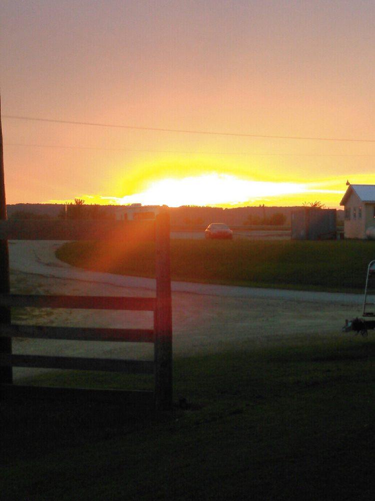 Hoochies II River Road Resort: 309 Spring St, Lynxville, WI