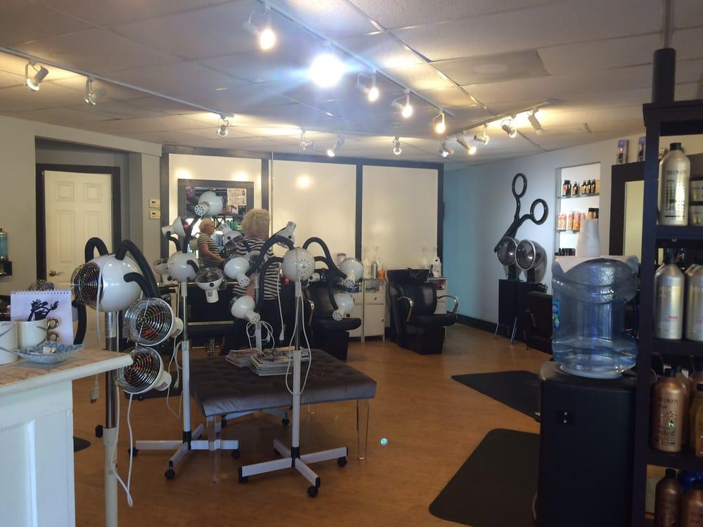 Bel Tesoro Salon: 3348 NE Sugarhill Ave, Jensen Beach, FL