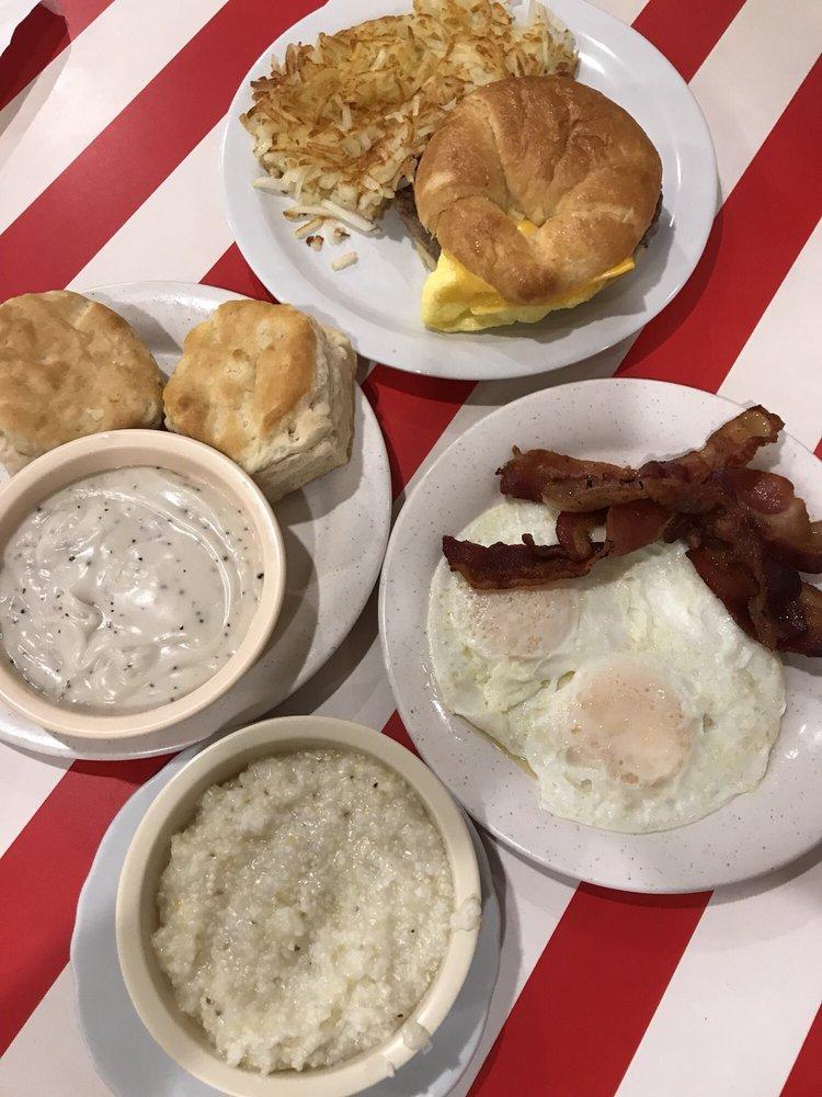 Blairsville's Skillet Cafe: 223 Wellborn St, Blairsville, GA