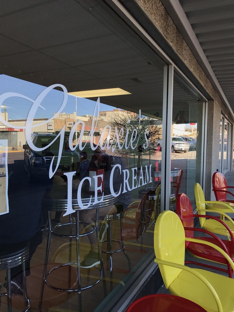 Galaxie's Ice Cream: 208 W 1st St, McCook, NE