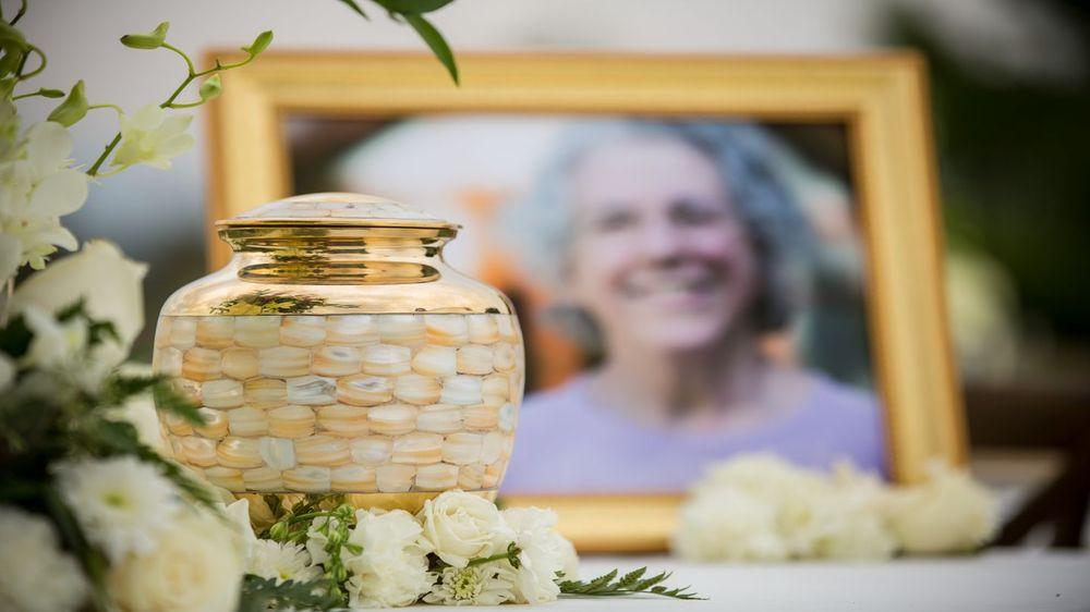 Nunnelee Funeral Chapel: 205 N Stoddard St, Sikeston, MO
