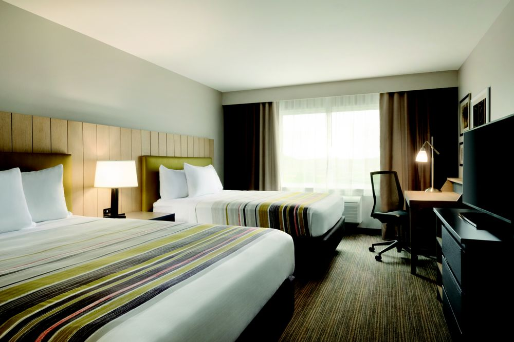 Country Inn & Suites by Radisson: 1650 Doris Dr, Fort Atkinson, WI
