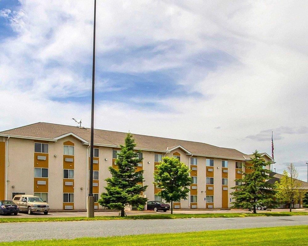 Quality Inn & Suites: 1721 Plaza Drive NE, Menomonie, WI