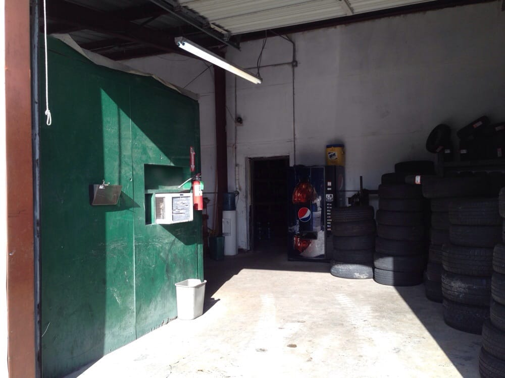 Tire Bargain Center: 507 E Airline Hwy, Kenner, LA
