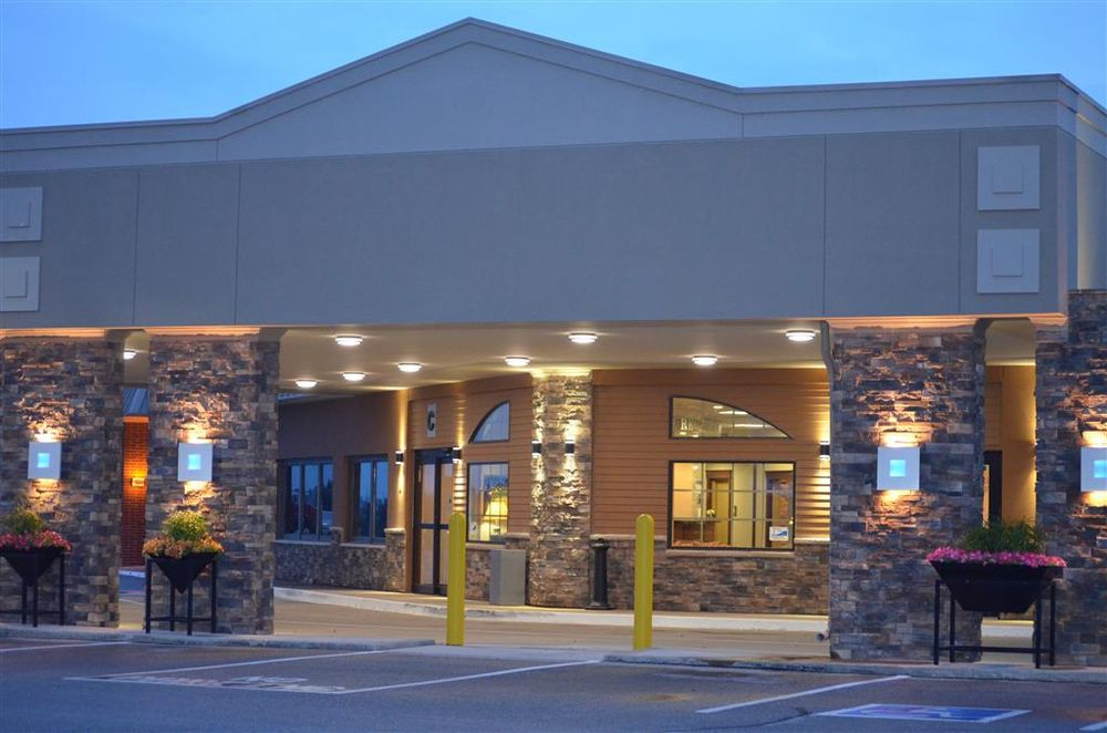Best Western Starlite Village: 1518 3rd Ave NW, Fort Dodge, IA