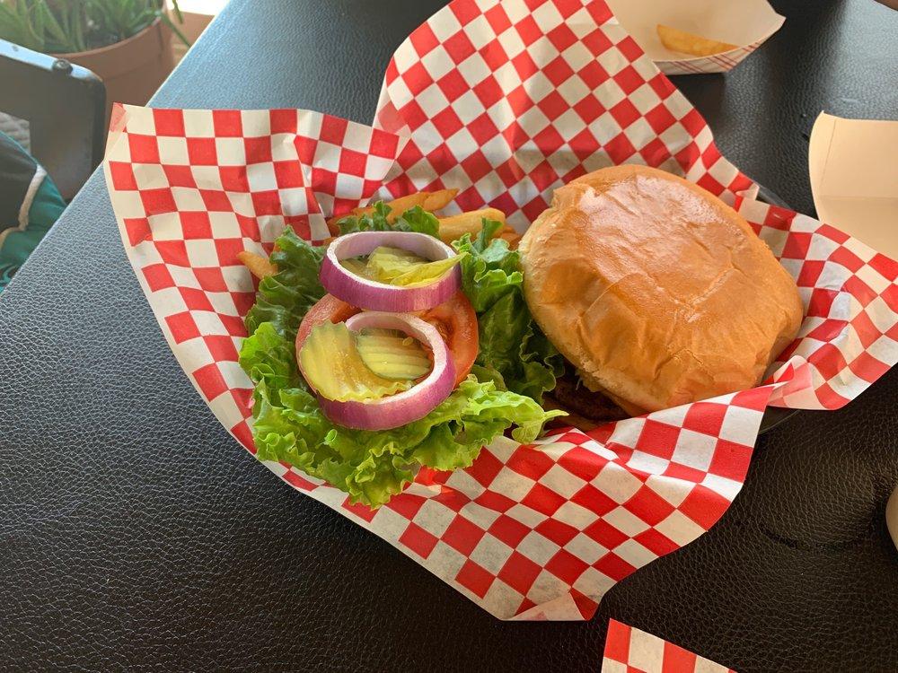 GIGI'S Wing Shack: 587 S Sam Houston Blvd, San Benito, TX
