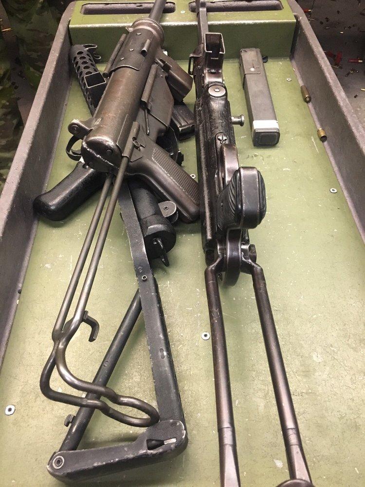 Grease Guns: WW2 ERA Submachine Guns: Sten, MP40, M3 Grease Gun