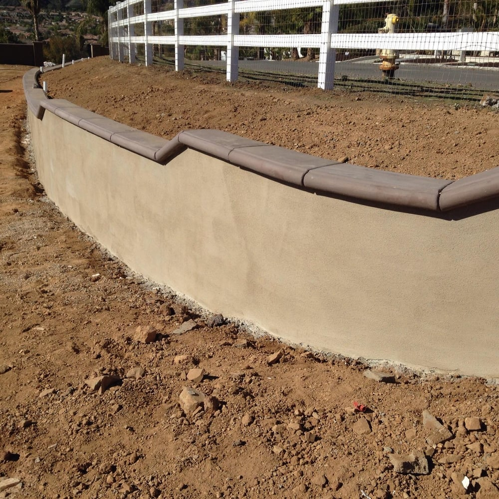 Retainer walls w sand smooth stucco poured in place cap for Stucco garden wall designs
