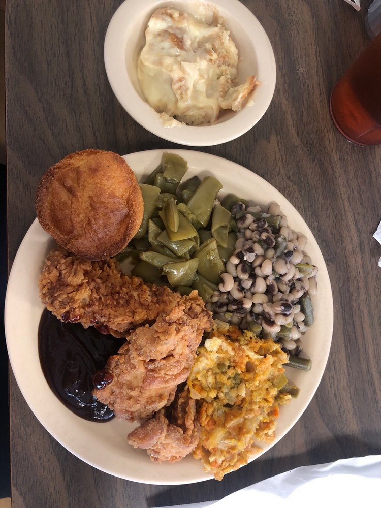 Mama Ree's Restaurant: 37801 US Hwy 280, Sylacauga, AL