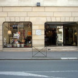 bienvenu jean b r l magasin de meuble 32 rue. Black Bedroom Furniture Sets. Home Design Ideas