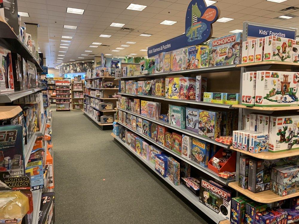 Barnes & Noble: 12193 Fair Lakes Promenade Dr, Fairfax, VA