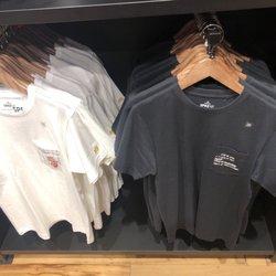 aefbecaa30 UNIQLO - 43 Photos   45 Reviews - Men s Clothing - 245 Quincy Market ...