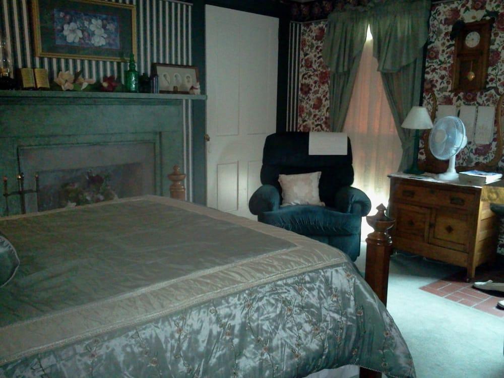 The Metamora Inn: 19049 Wynn St, Metamora, IN