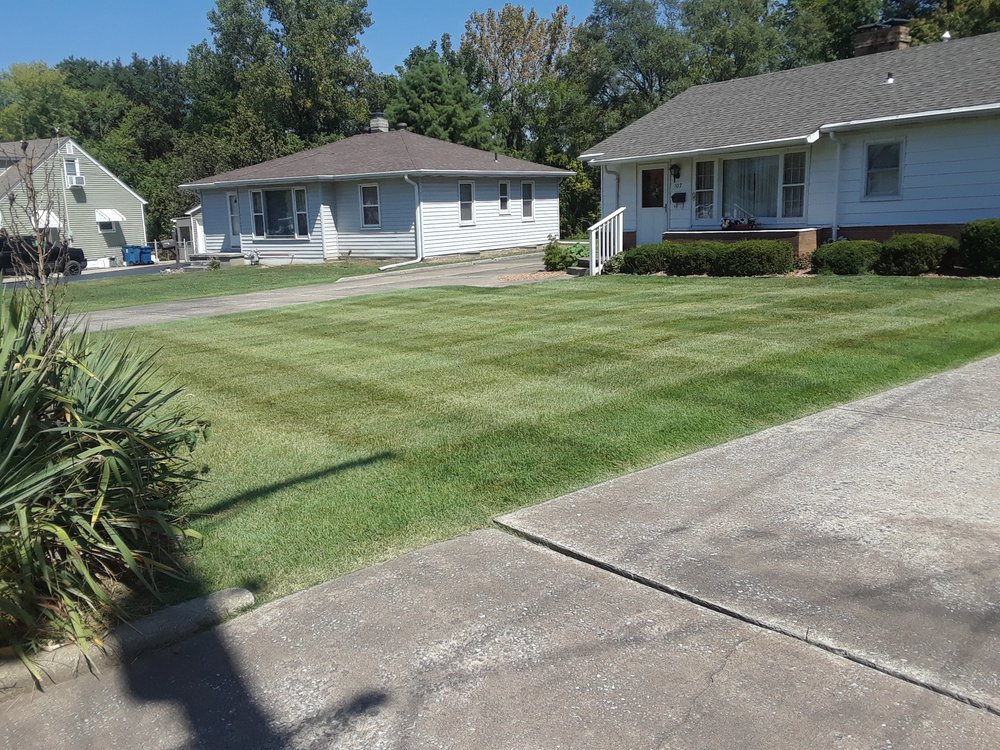 Spurgeon Lawn Care Service: Bunker Hill, IL