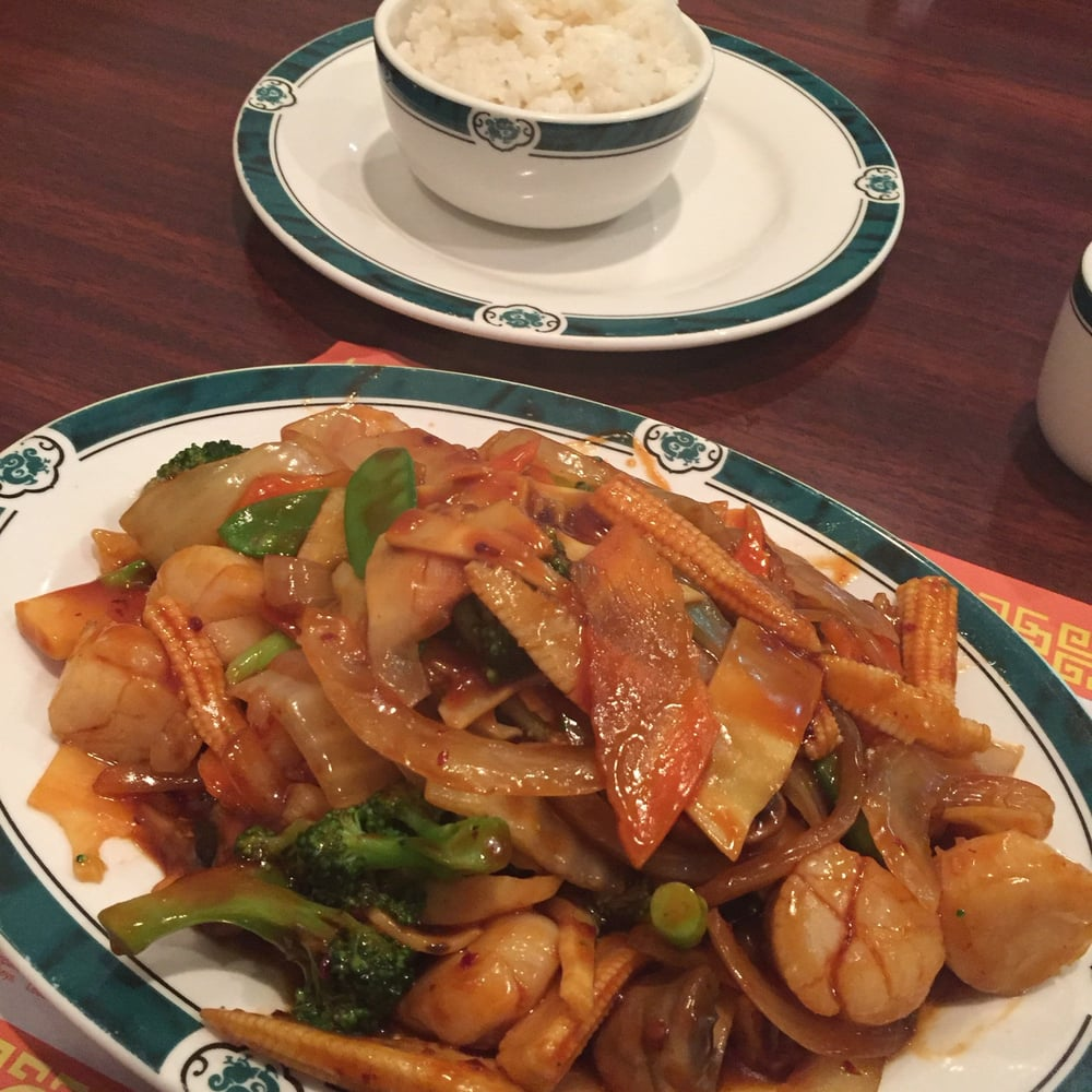 Lucky Chinese Restaurant: 200 Morgan Square Ave, Berkeley Springs, WV
