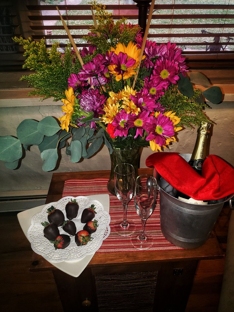 Hacienda Del Sol Bed & Breakfast: 109 Mabel Dodge Ln, Taos, NM